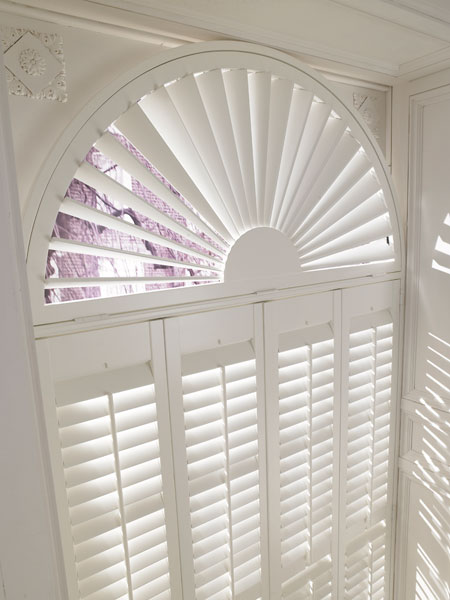 Silk White 89mm slats with Sunburst Top - closeup